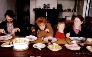 Mylène F. un dimanche en famille dans Mylène en CONFIDENCES 1982-300x187