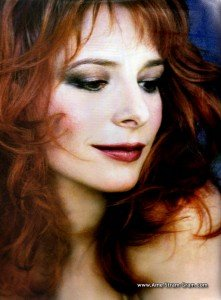 Sites Officiels de Mylène Farmer dans Mylène et BIOGRAPHIES mylene1-221x300