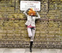 Mylène dans les rues de Londres dans Mylène et SYMBOLISME londres