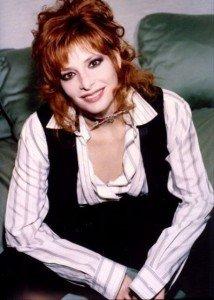 Mylène fait son Jacky show dans Mylène en INTERVIEW mylene-farmer-sexy-3008249995_1_3_nijswm00-img-214x300
