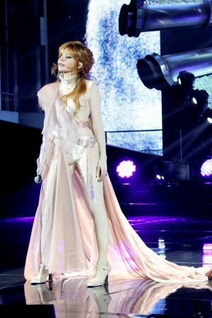 Mylene-Farmer_inside_right_content_pm_v8